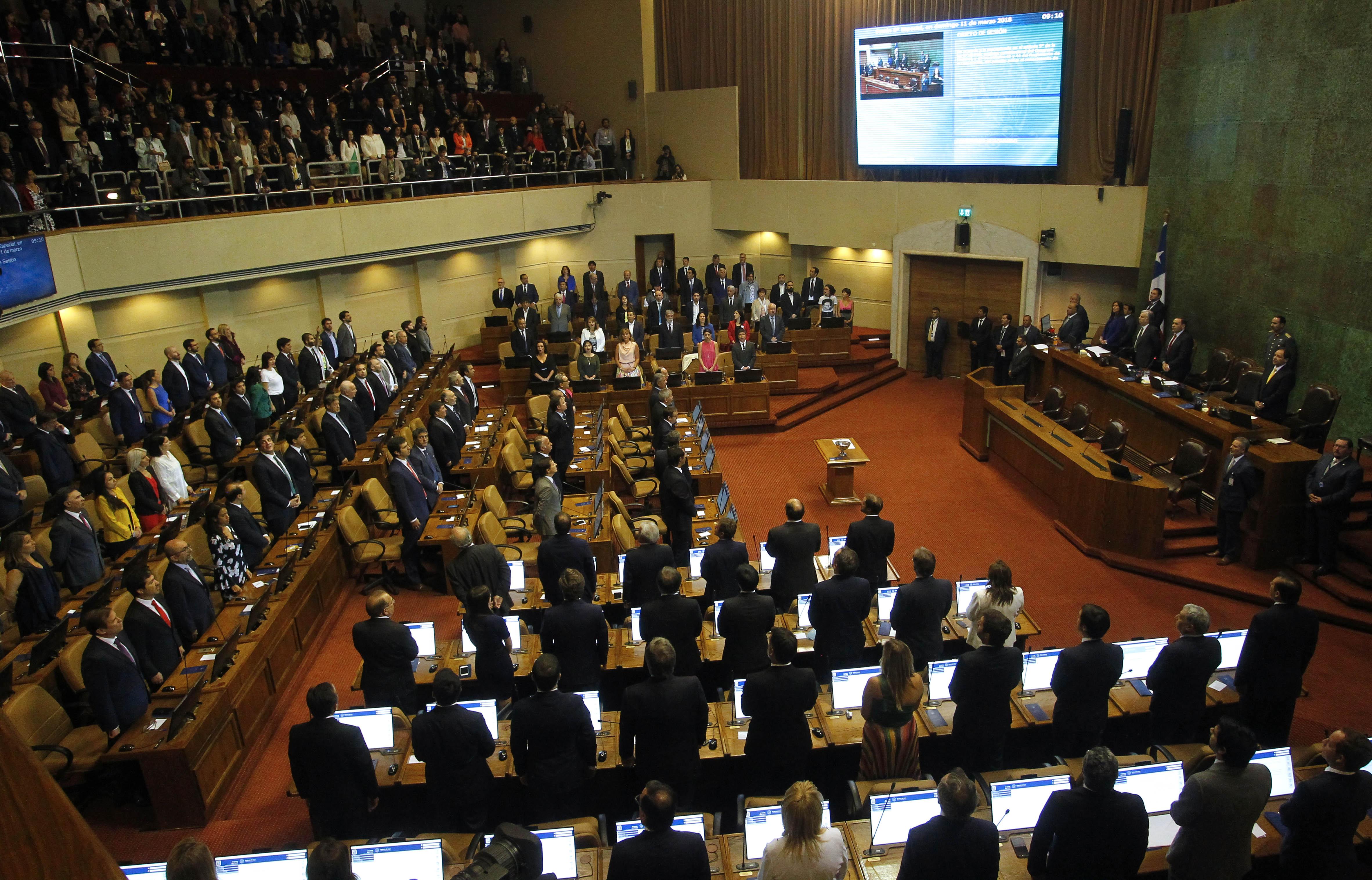 Diputados electos asumen como nuevos parlamentarios de la Camara de Diputados.