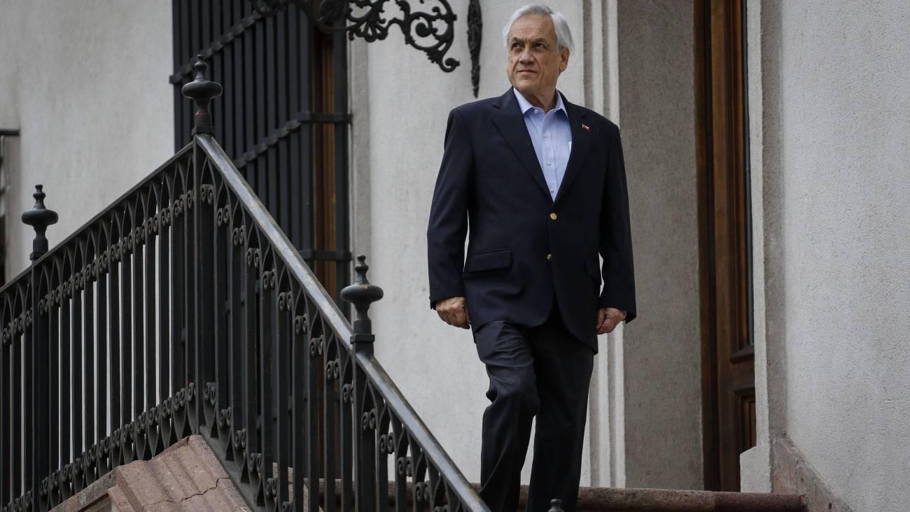 Presidente_Sebastia_n_Pin_era_bajando_escaleras
