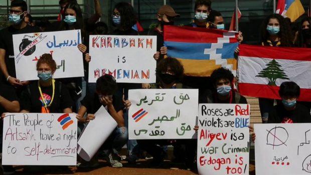 Armenia y Azerbaiyán firmaron un acuerdo, bajo los auspicios de Rusia, para poner fin a semanas de combates encarnizados por el control de Nagorno Karabaj. Foto: EFE.