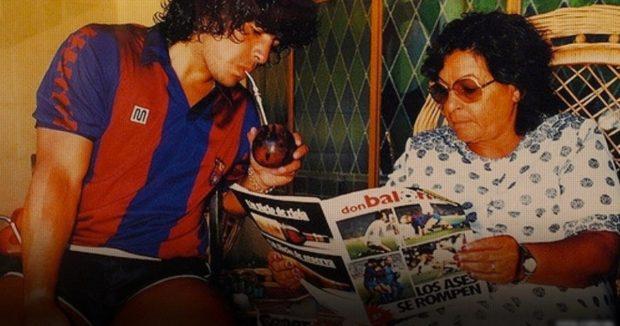 Maradona y su madre, Dalma Salvadora (Tota).