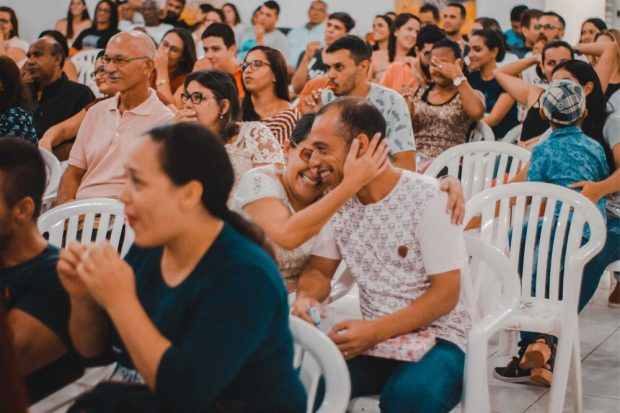 La información a entregar comprende lo recabado entre junio y septiembre en más de 1.000 conversaciones por videollamada, donde participaron alrededor de 5.100 chilenos y chilenas de 326 comunas de todo el país. Foto: Tenemos que Hablar de Chile.