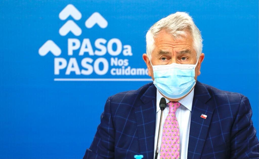 """El ministro de Salud, Enrique Paris, advirtió que """"personalmente"""" tomará las medidas más drásticas que existan contra quienes discriminen a personas viviendo con VIH en los centros de vacunación. Foto: Ministerio de Salud."""