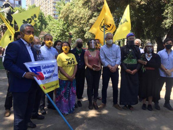 En la lista participan la Coordinadora Feminista 8M, el Colegio de Profesores, la Coordinadora No + AFP, la Red de Mujeres Mapuche, Unidad Social, Conapyme, la Red de Actrices Chilenas y la Coordinadora Nacional Migrante, entre otras organizaciones. Foto: No+AFP.