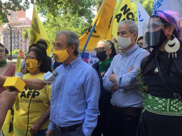 El vocero de la Coordinadora Nacional de Trabajadores No Más AFP, Luis Mesina, criticó al Servel por las dificultades que han tenido los independientes para inscribir sus candidaturas. Él será candidato por el Distrito 10. Foto: No+AFP.