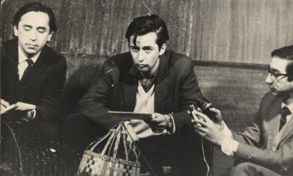 Augusto Carmona, en la foto junto a Miguel Henríquez, fue periodista de la revista Punto Final y militante del MIR. Fue ejecutado por la CNI en 1977. Foto: Archivo.