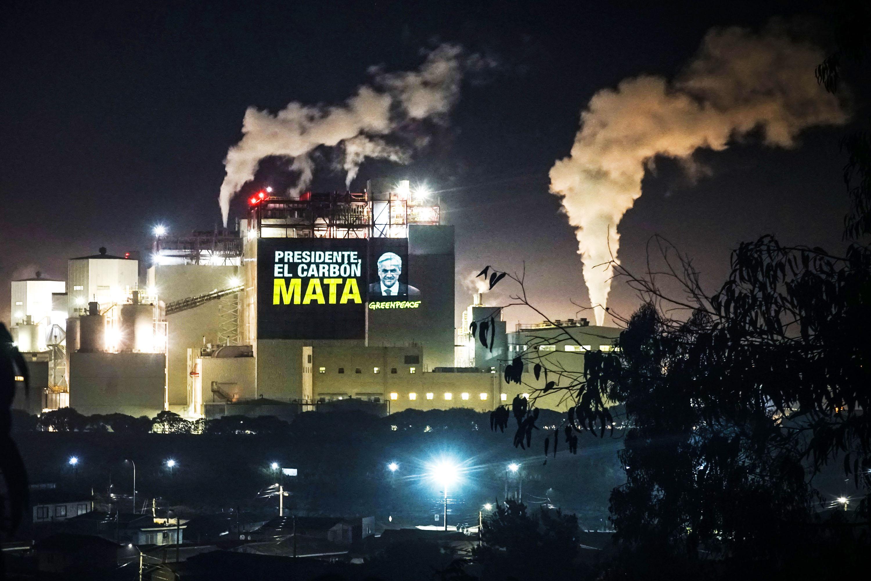 La ONG Greenpeace ha alertado respecto de lo poco ambicioso del plan de descarbonización anunciado por el Gobierno en junio de 2019. Foto: Greenpeace Chile.