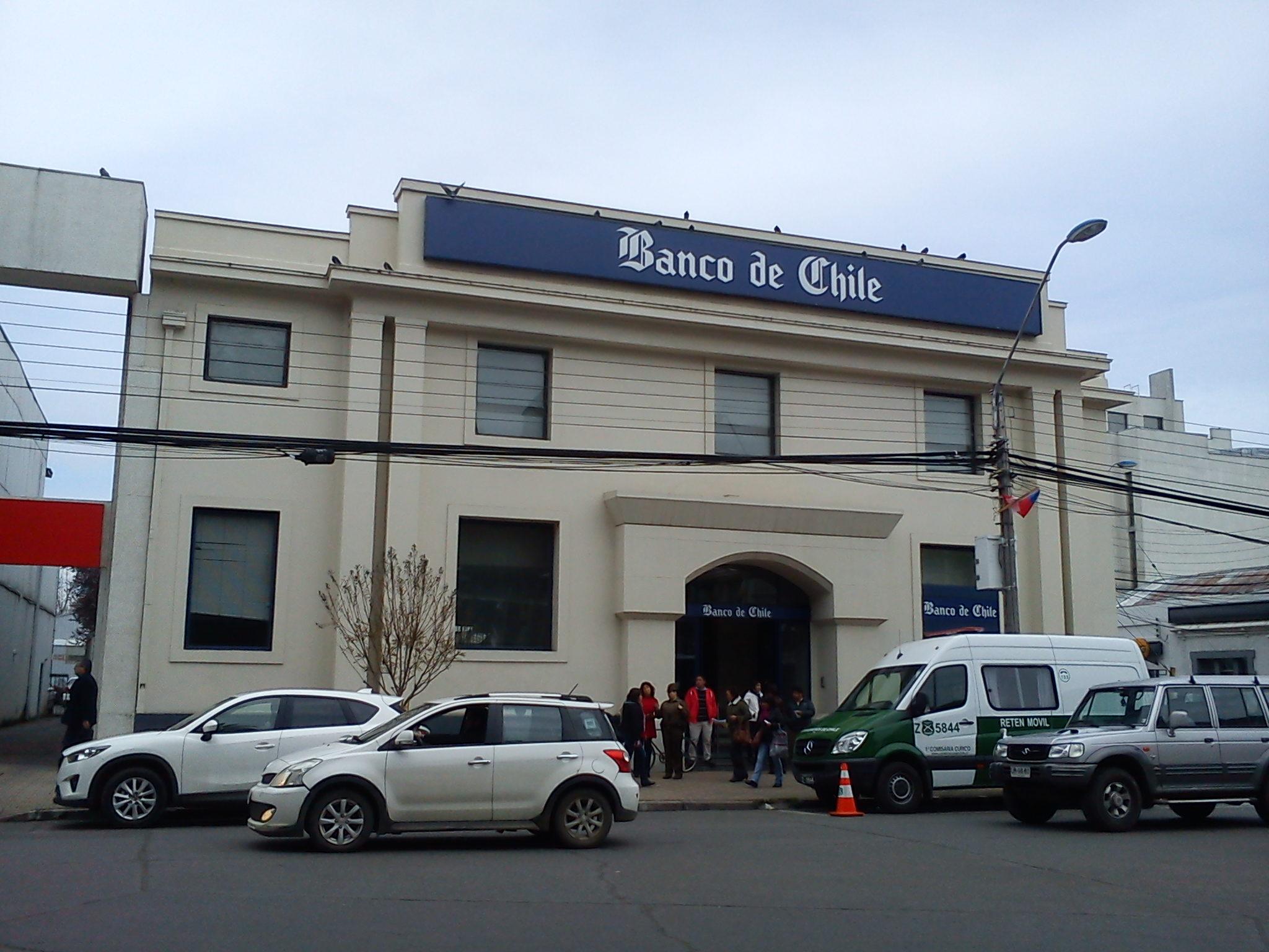Edificio_del_Banco_de_Chile_(costado_sur_Plaza_de_Armas_de_Curicó)