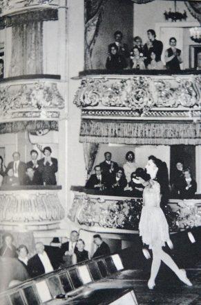 En la imagen, Marcia Haydée saludando en el teatro Kirov. Crédito: Municipal de Santiago.
