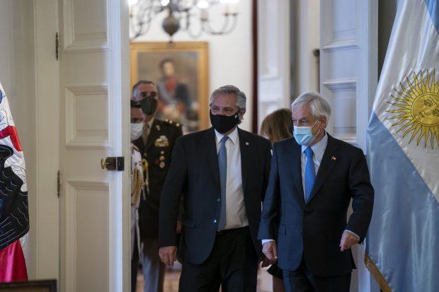 Este martes, el Presidente Sebastián Piñera volvió al Palacio de La Moneda luego de cumplir su cuarentena por haber sido notificado como contacto estrecho de Covid-19. Foto: Presidencia.