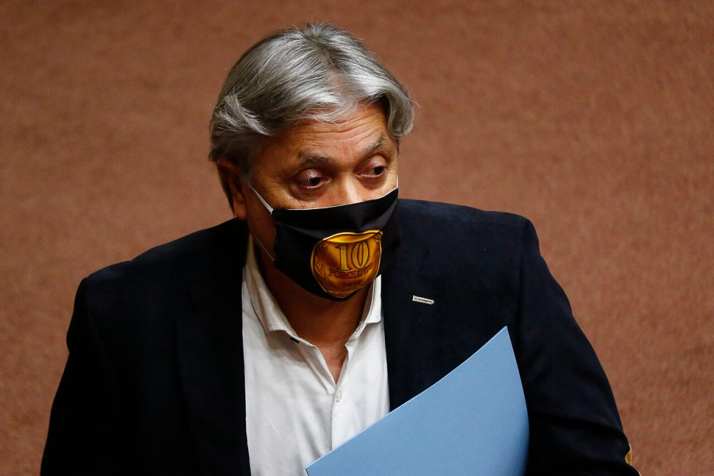 La presentación realizada por el senador Alejandro Navarro (PRO), que en un principio estuvo dirigida en contra del presidente Sebastián Piñera y de Magdalena Díaz, fue acogida parcialmente por la Corte de Santiago. Foto: Agencia UNO.