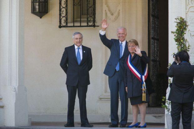 En sus tiempos como vicepresidente de Estados Unidos, Joe Biden, actual mandatario estadounidense, visitó Chile y se reunió con la expresidenta Michelle Bachelet. Foto: Archivo.