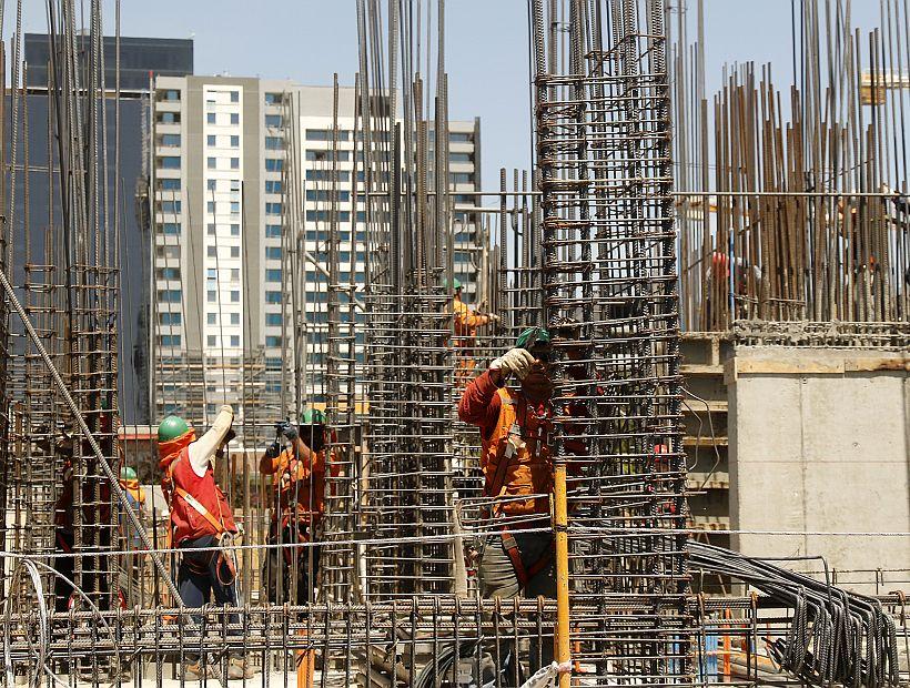 Construcción de edificios en el centro de Concepción.