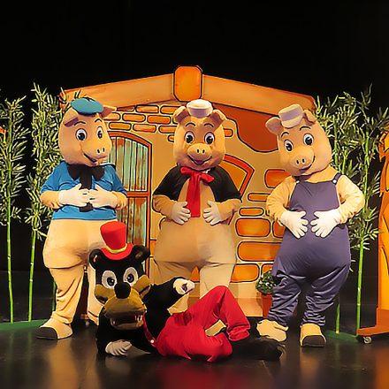 En la imagen, escena de Los Tres Cerditos.