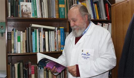 El académico de la Escuela de Salud Pública de la Universidad de Chile, Mauricio Canals.