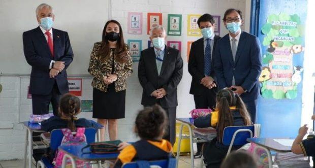 El Ministerio de Educación detalló que en marzo de este año retornaron a clases 3.090 establecimientos escolares y 2.200 parvularios. Foto: Mineduc.