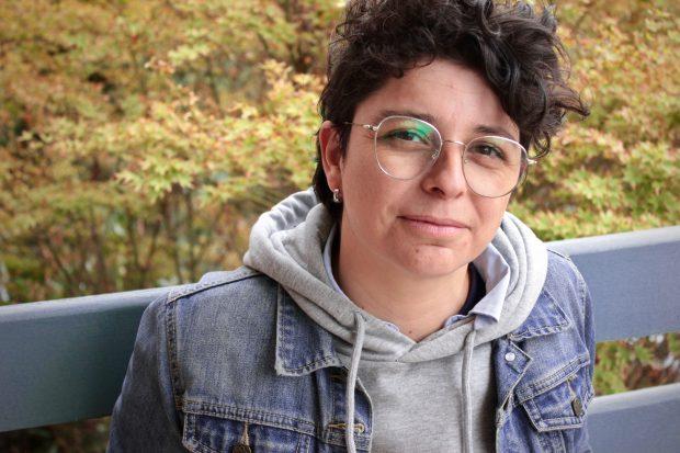 En la imagen, la profesora Paula Arrieta.