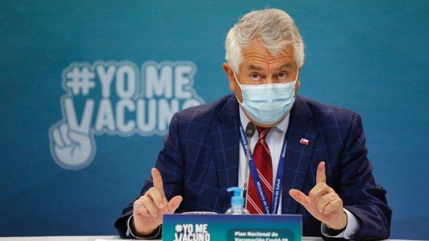 Este domingo el Ministerio de Salud reportó 7.304 nuevos contagios, con lo que la cifra de activos o contagiantes se mantiene por sobre los 40 mil a nivel país. Foto: Ministerio de Salud.