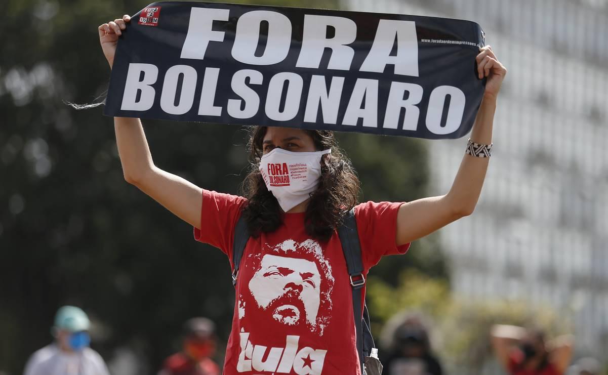 (210529) -- BRASILIA, 29 mayo, 2021 (Xinhua) -- Una manifestante participa en una protesta en contra del gobierno del presidente brasileño, Jair Bolsonaro, en Brasilia, Brasil, el 29 de mayo de 2021. (Xinhua/Lucio Tavora) (lt) (rtg) (ra) (da)