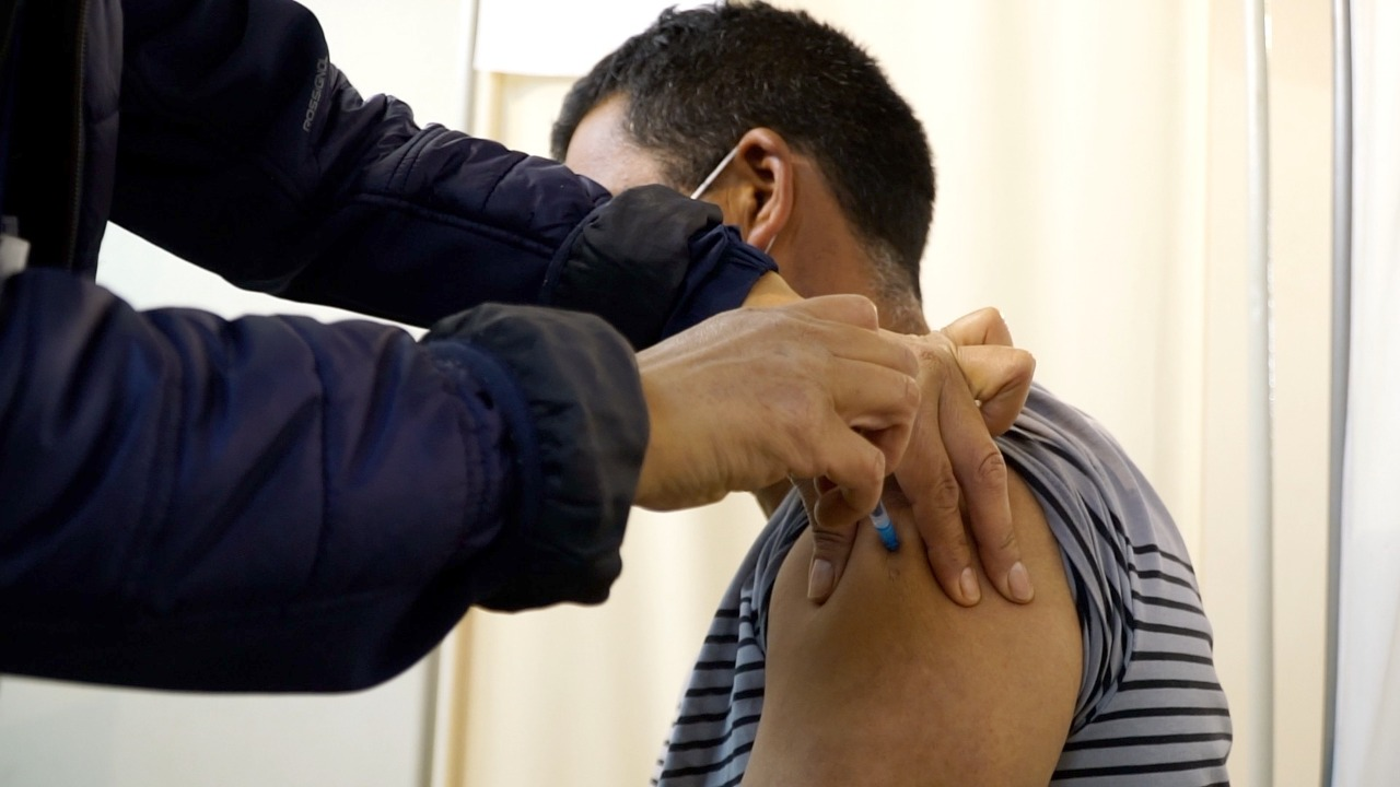 A nivel país se estima que el 80% de la población objetivo tiene su primera dosis de vacuna. En la Región de Coquimbo el 74% cuenta con sus dos dosis.