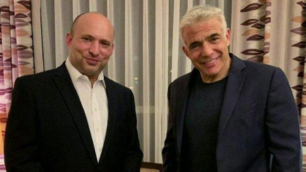 Neftali Bennet (izq.) junto a su aliado Yair Lapid. Ambos compartirán el cargo de premier de Israel los próximos años. (Foto: Yesh Atid)