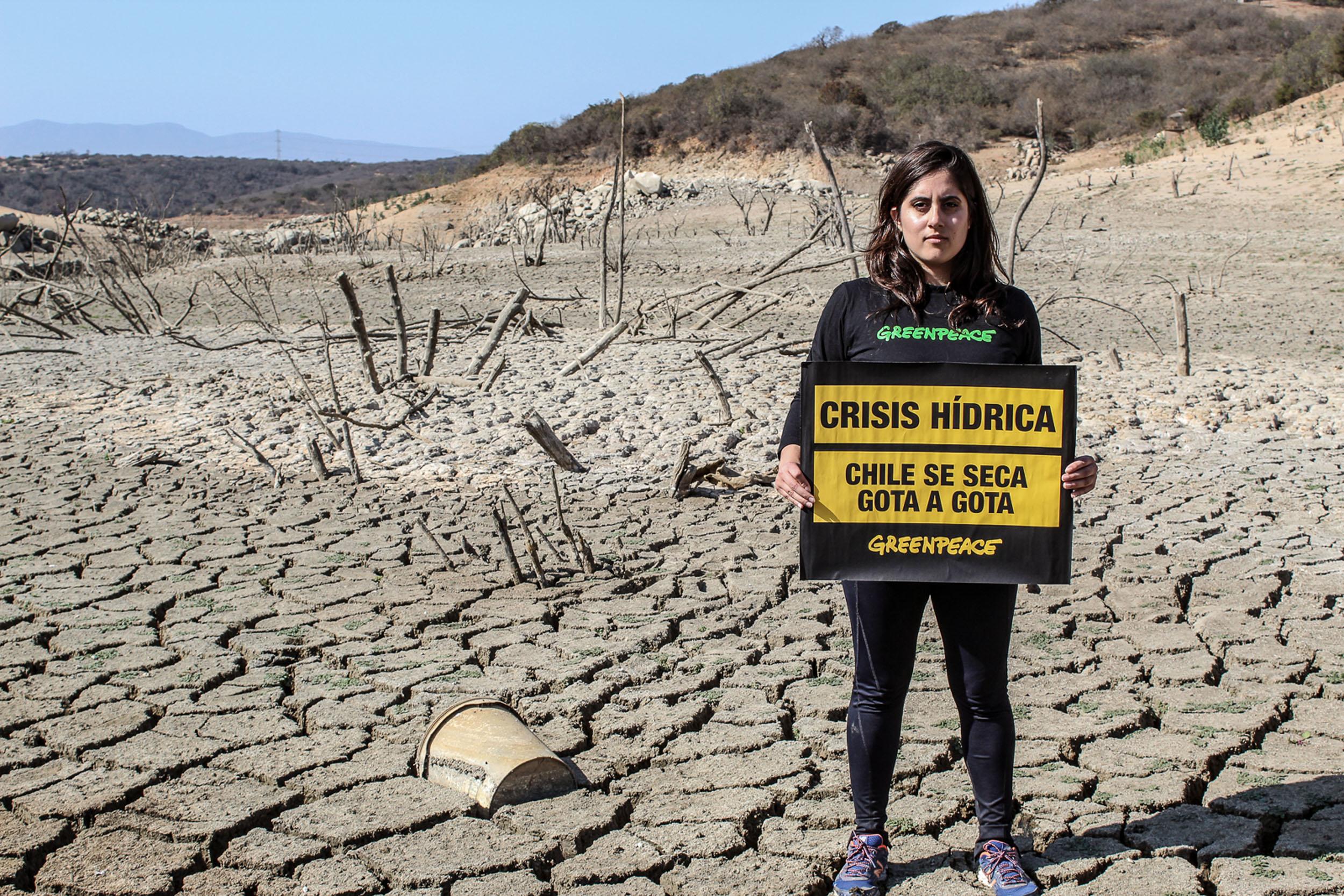 Embalse Los Aromos, hoy a menos del 6% de su capacidad, va rumbo a su sequía definitiva. La situación de la gran reserva de agua potable para el Gran Valparaíso ahora ha obligado a la empresa sanitaria a la búsqueda subterránea de reservas para la demanda de 500.000 clientes