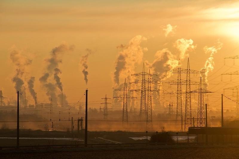 Si bien hay factores naturales que explican parte de la crisis hídrica, el cambio climático producido por el ser humano es también responsable de la situación.