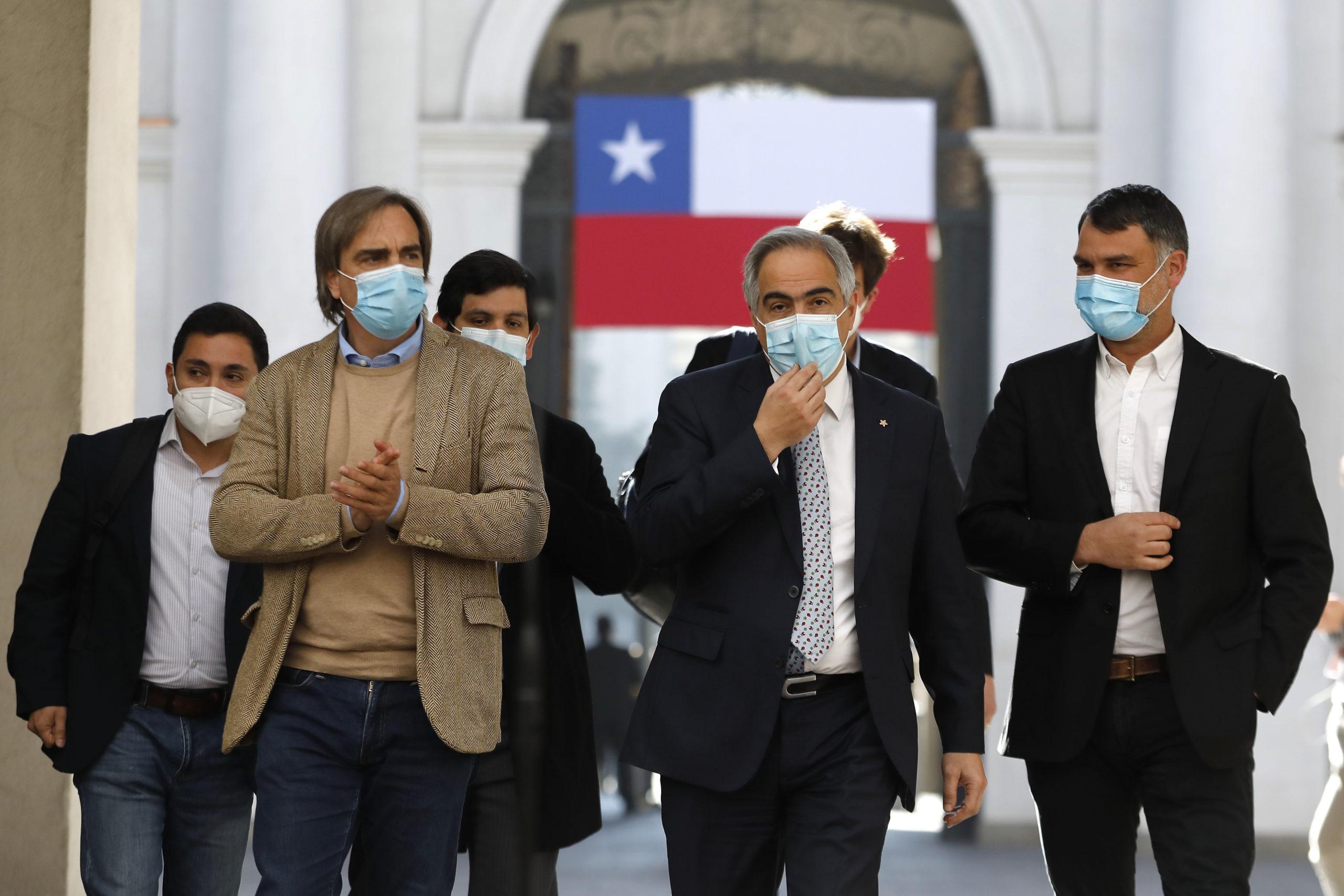 Santiago, 19 de julio de 2021. Miembros del pacto Chile Vamos realizan un punto de prensa en La Moneda.  Dragomir Yankovic/Aton Chile