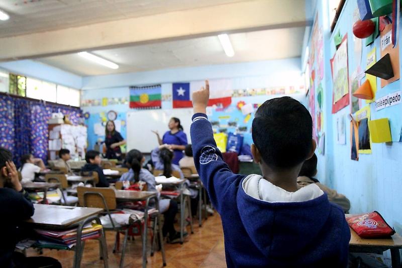 La educación híbrida será la realidad en el período cercano, lo cual genera enormes desafíos para las comunidades educativas y las autoridades, afirma Juan Pablo Valenzuela.